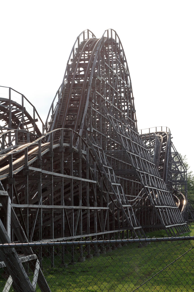 Darien Lake official homepage including visitor information, amusement and water park information, concerts, lodging, and groups.